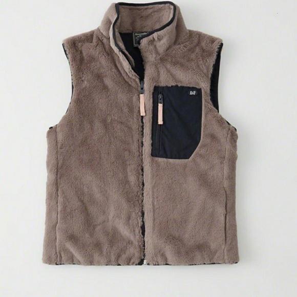 Abercrombie & Fitch Jackets & Blazers - Abercrombie & Fitch Faux Fur Vest